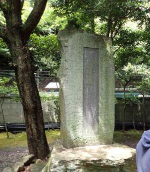 鎌倉大仏の与謝野晶子の歌碑