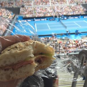 全豪オープンでサンドイッチ